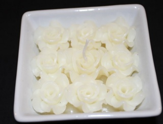 white roses candle